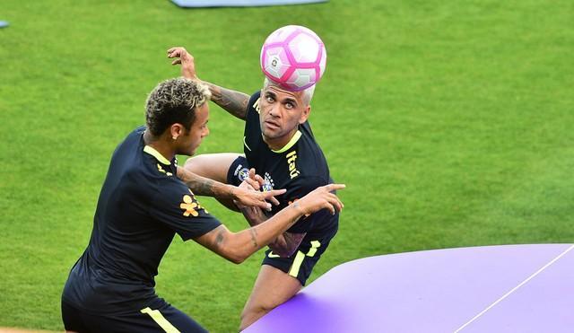 Neymar e Daniel Alves (Crédito:  Marcos Ribolli)