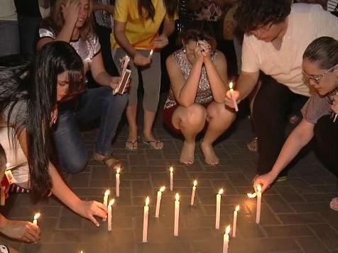 Goiânia: Corpos de garotos mortos por colega em escola são velados