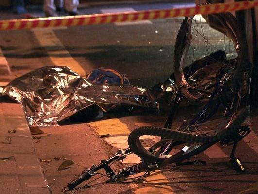 Motorista atropela e mata dois adolescentes de bicicleta em SP