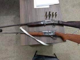 Trio é preso pela polícia com armas, drogas e moto em Regeneração
