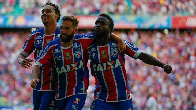 Jogadores do Bahia comemoram gol diante do rival (Crédito: GE)
