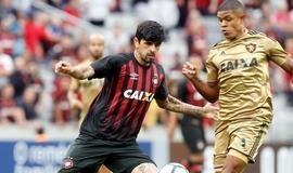 Atlético-PR vence o Sport e segue sonhando com Libertadores