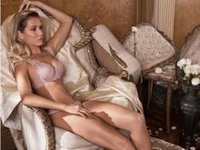 Após polêmica sobre sexo, Deborah Secco posa em ensaio de lingerie