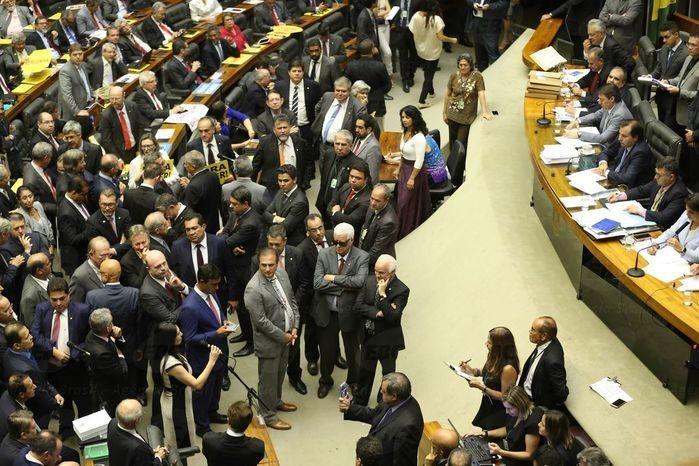 Deputados decidiram barrar denúncia contra Temer  (Crédito: Agência Brasil )