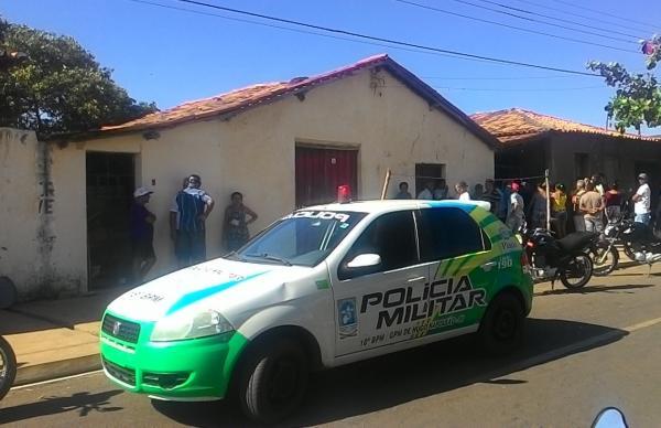 PM é acionada após corpo encontrado em casa em Hugo Napoleão (Crédito: Valdomiro Gomes / CANAL 121)