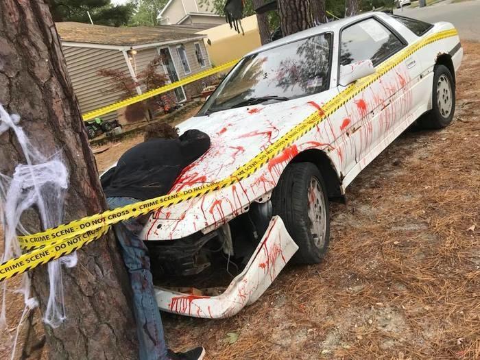 Decoração de Halloween gera polêmica e vizinhos acionam a polícia