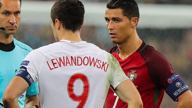 Lewandowski e Cristiano Ronaldo em jogo da Eurocopa de 2016 (Crédito: Getty)