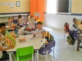 Alunos aprimoram seu aprendizado com jogos educativos e brinquedos