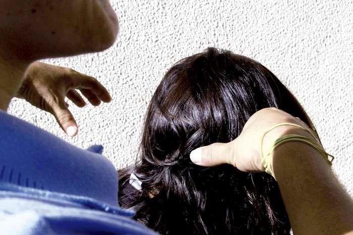 Quem abusa é quem está mais próximo dela, é o vizinho, o cuidador, o padrasto