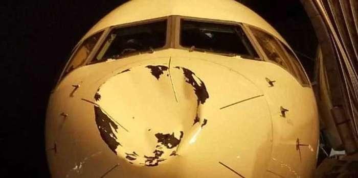 Amassado enorme na frente de avião (Crédito: Reprodução)