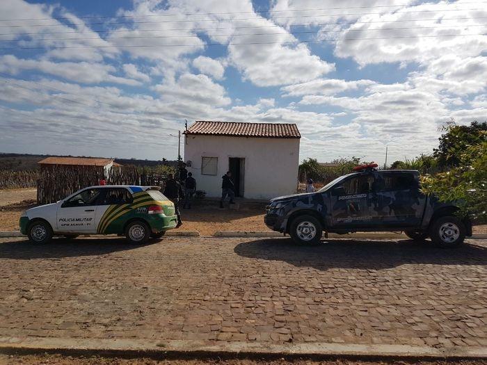 Policiais realizaram diligências na casa do suspeito (Crédito: Reprodução)