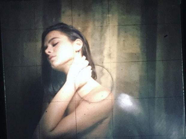 Bruna Marquezine aparece de topless em foto sensual na web