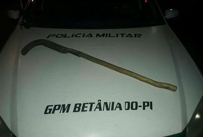Homem  usa foice para tentar matar companheira em Betânia do Piauí (Crédito: Polícia Militar)