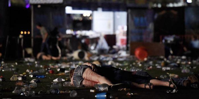 Maior ataque a tiros da história dos EUA mata 59 e deixa mais de 500  (Crédito: AP)