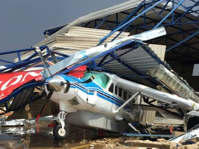 Temporal causa destruição em aeroporto e tomba aviões em Minas