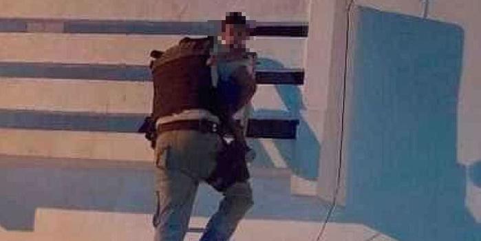 Bebê de 1 ano é resgatado por PM's após ser deixado sozinho em casa