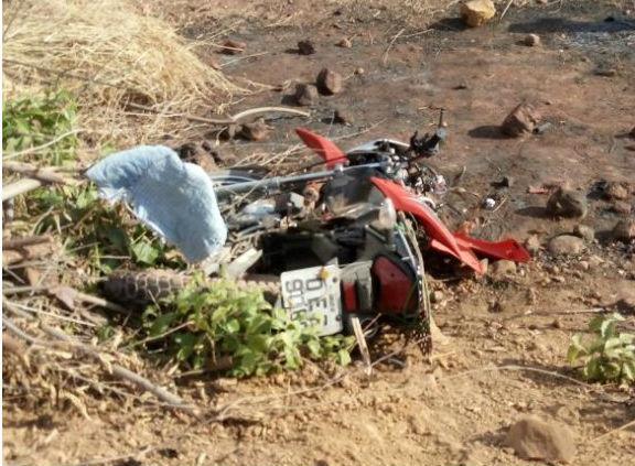 Moto envolvida em acidente na BR-135 (Crédito: Reprodução)