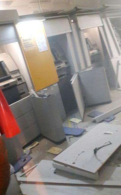 Agência do Banco do Brasil foi explodida por grupo fortemente armado (Crédito: Reprodução)