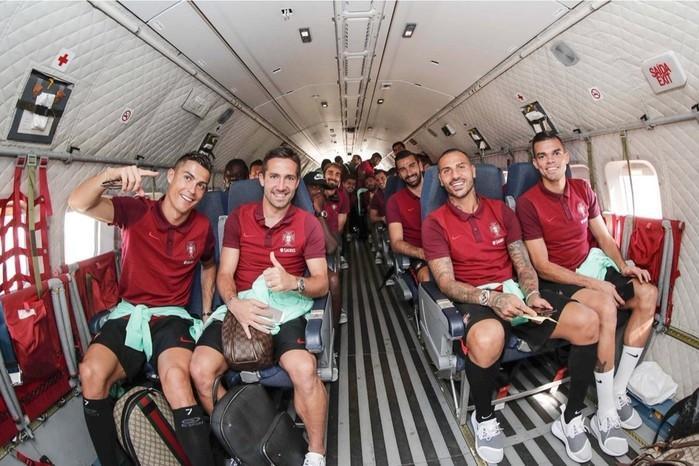 Cristiano Ronaldo, Pepe e companhia viajam em avião militar a Andorra (Crédito: Twitter)
