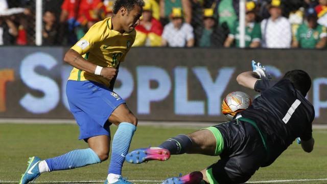 Neymar não conseguiu passar do paredão boliviano (Crédito: Juan Karita / AP)