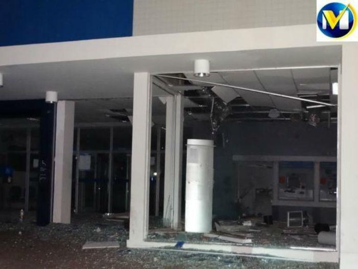 Agência da Caixa Econômica de Oeiras ficou destruída (Crédito: Mural da Vila)