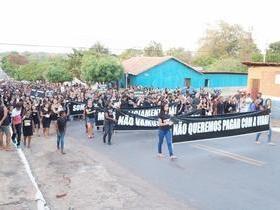 População de São Pedro do Piauí pede segurança em manifestação