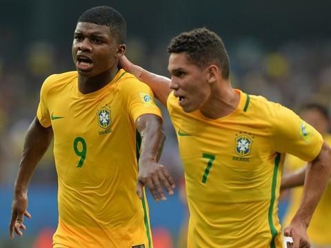 Brasil leva gol no início, mas dupla de Fla e Vasco garante virada