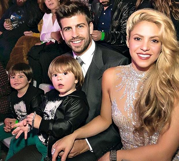Piqué manda emojis apaixonados para Shakira após boato de separação