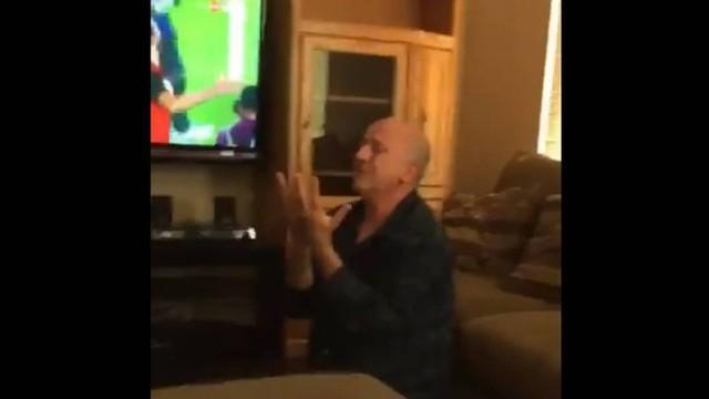 Pai emocionado foi gravado pela filha (Crédito: Reprodução)