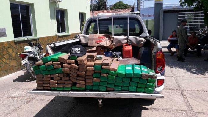 107 tabletes de maconha apreendidos em Floriano (Crédito: Polícia Militar)