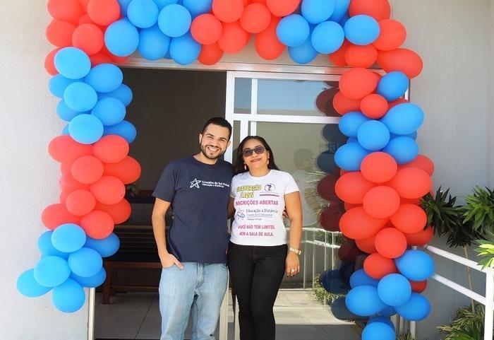 Arthur Batista (Consultor Comercial da Cruzeiro do Sul e Ana Jaira (Professora e Coordenadora Geral do IZE) (Crédito: Edinardo Pinto )