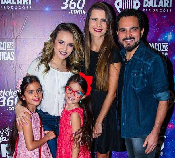Larissa Manoela recebe famosos em camarim após show em São Paulo (Crédito: Instagram)
