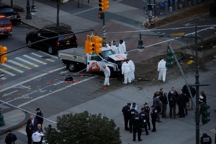 Policiais trabalham em local em que houve um tiroteio nesta terça-feira (31) em Nova York  (Crédito:  Andrew Kelly/Reuters)