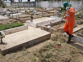 Prefeitura realiza limpeza geral nos cemitérios de Piripiri