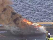 Manifestantes colocam fogo em veículo no meio da Ponte Rio-Niterói