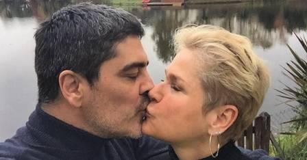 'Tá uma coisa de louco', diz Xuxa sobre vida sexual aos 54 anos