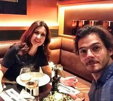 Namorado de Fátima Bernardes posta foto de jantar romântico