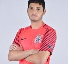 Goleiro do Corinthians se irrita com escolha de e é afastado