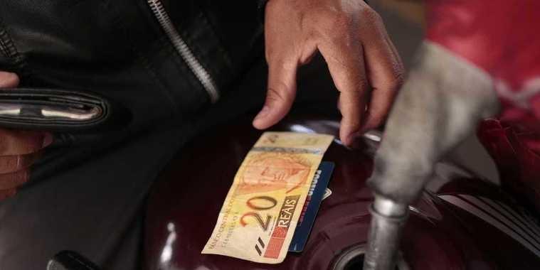 Preço da gasolina sobe novamente e já passa de R$ 3,90
