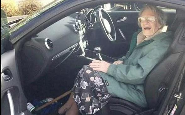 Idosa recebe multa por 'demorar demais' em estacionamento