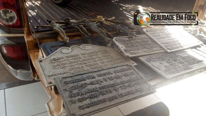 Homem é preso após invadir cemitério e furtar placas de sepultura
