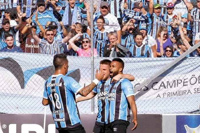 Jogadores do Grêmio comemoram gol (Crédito:  Everton Silveira/Photo Premium/Gazeta Press)