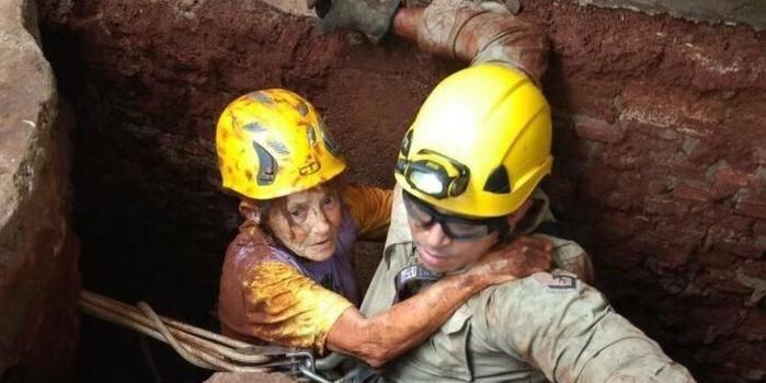 Idosa é resgatada por bombeiros após cair em cisterna de 10m