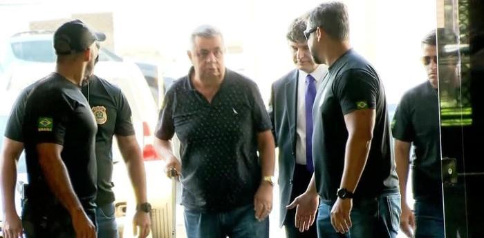 Jorge Picciani chega à sede da Polícia Federal no Rio nesta terça-feira (14)  (Crédito: Reprodução/TV Globo)