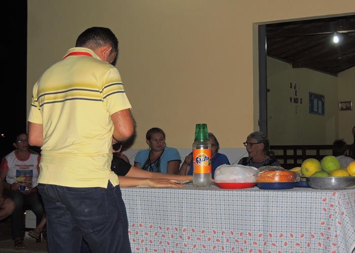 Eudes Martins, pagando a rosca que ele arrematou  (Crédito: Edinardo Pinto )