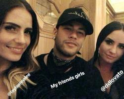 Neymar  e Demi Lovato curtem jantar juntos após jogo da seleção