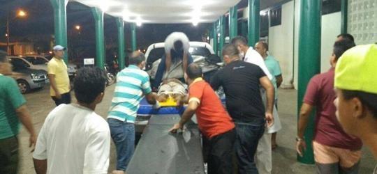 Vítima de acidente no MA é socorrida na carroceria de caminhonete
