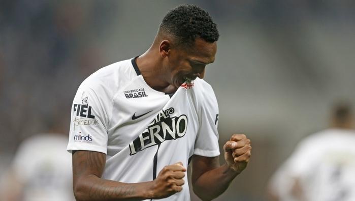 Jô marcou dois gols e foi herói da vitória  (Crédito: Estadão)