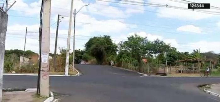 Mulher foi baleada com tiro na nua na Av. Noé Mendes (Crédito: Rede Meio Norte)