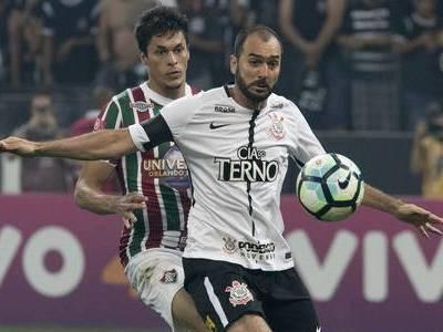 Danilo festeja volta ao Corinthians e diz querer jogar Libertadores